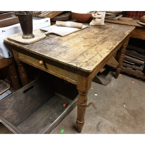 Turned leg table with draws