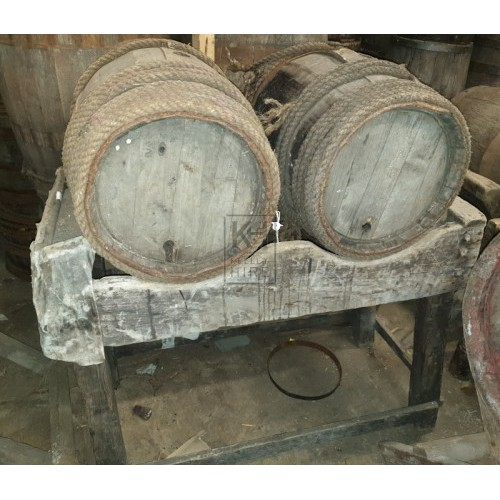 FS double wood barrel stand & 2 barrels