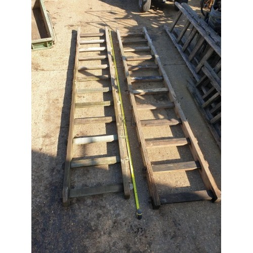Medium thick wood ladder