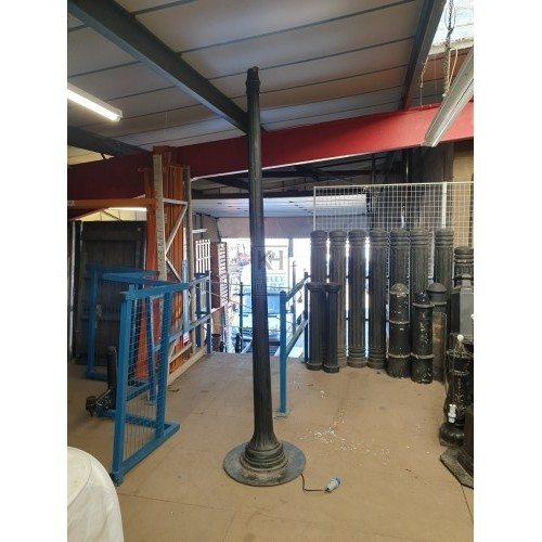 Fluted Lamppost with Square Windsor Lamp