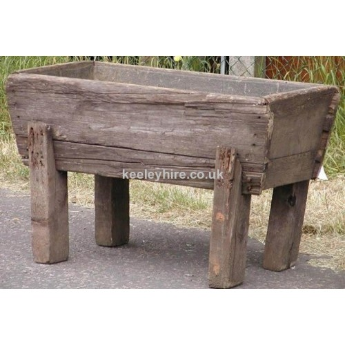 Short wood trough