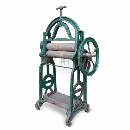 Green Period Mangle