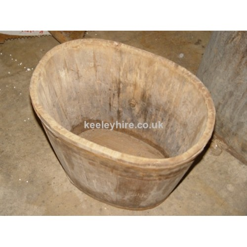 Oval wood tub