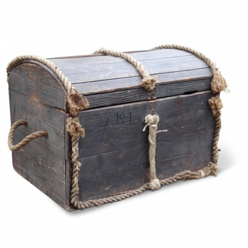 Dome top wood chest with rope edge