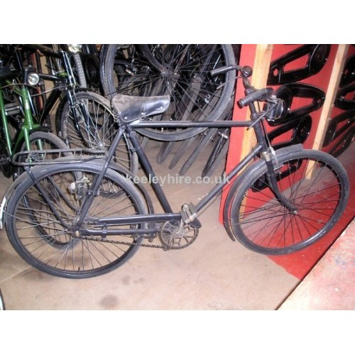Gents black bicycle with pannier rack