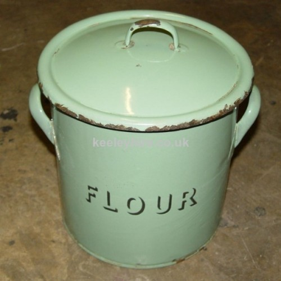 Round flour tin