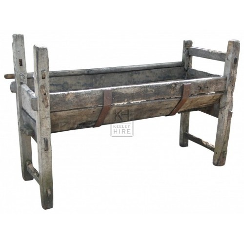 Large rough wood feeding manger