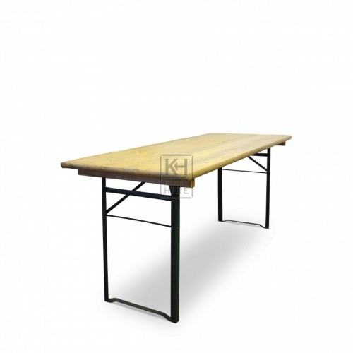 Trestle table with folding legs