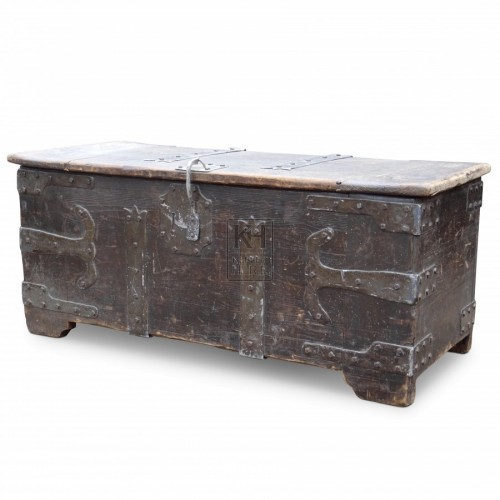 Large Flat Top Coffer Chest