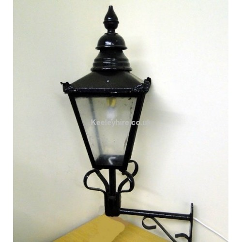 Small Windsor lamp on bracket