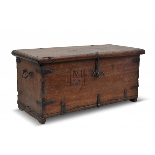 Medium polished flat wood trunk