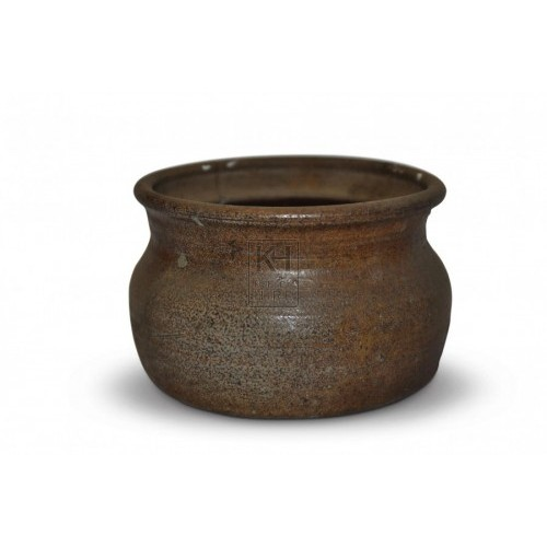 Short rimmed clay pot