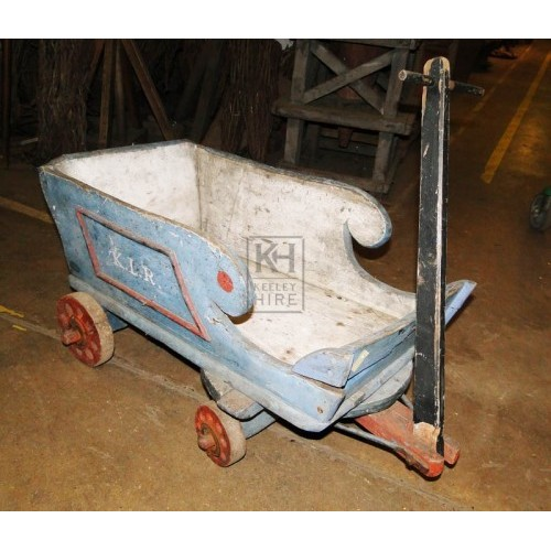 Childs pull along cart