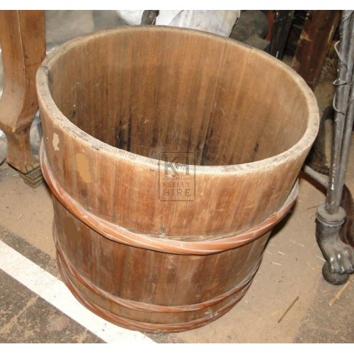 Tub with wood banding