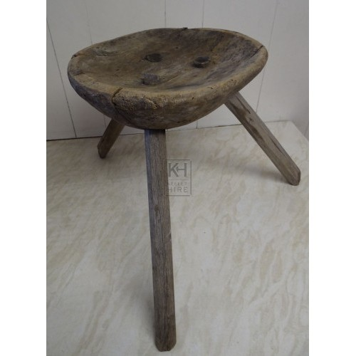 Round shaped 3-leg stool