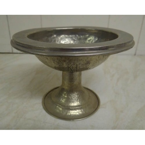 Silver bowl on stand with rim