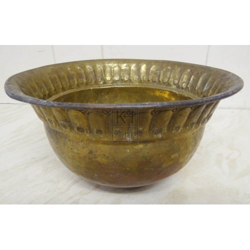 Medium brass bowl with round base