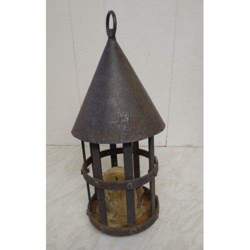 Pointed iron lantern with round base
