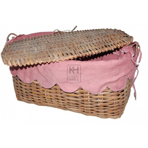 Picnic Basket with Pink Lining and Lid