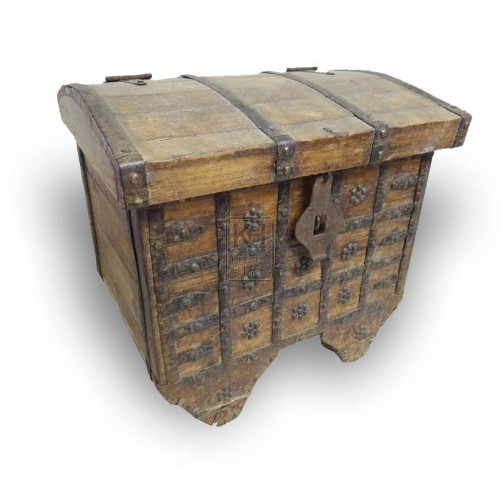 Flat wood trunk with studs on wheels