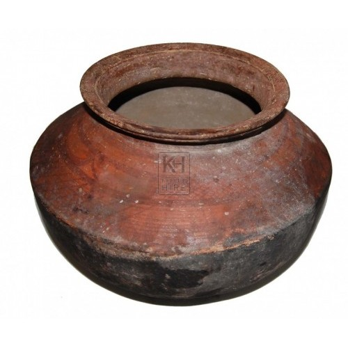 Shaped earthenware pot