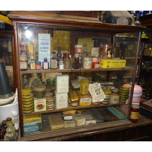 Medium glass display cabinet