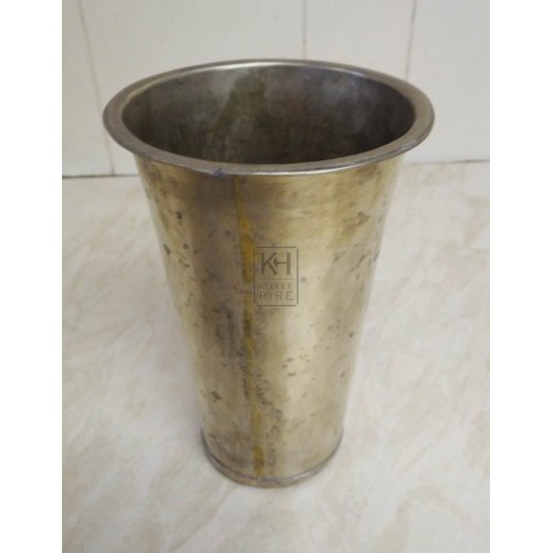 Silver beaker with rim