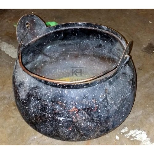Shallow cooking pot with handle