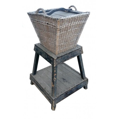 Square wicker basket with lid on stand