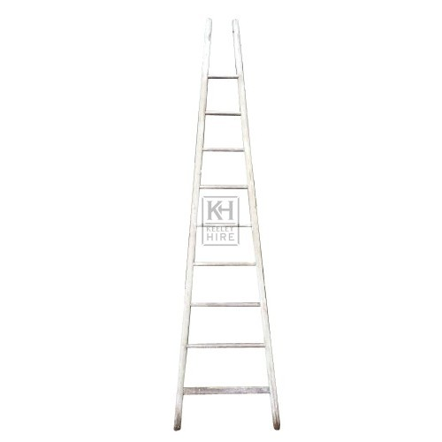 Tapered wood ladder