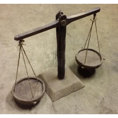 Short wood balance scales