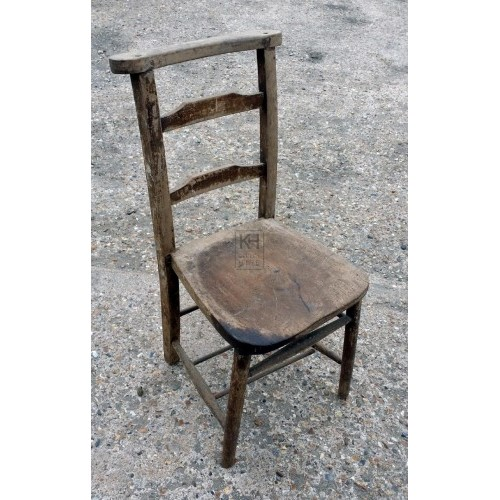 Simple straight edge chair