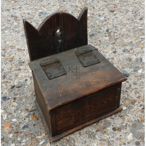 Sloping wood wall box with lid