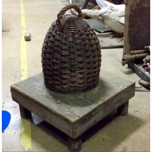 Wicker beehive with handle