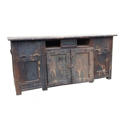 Dark wood detailed counter