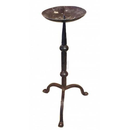 Iron candlestick with point and 3 legs