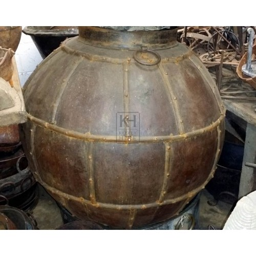 Very large bulbous cooking pot