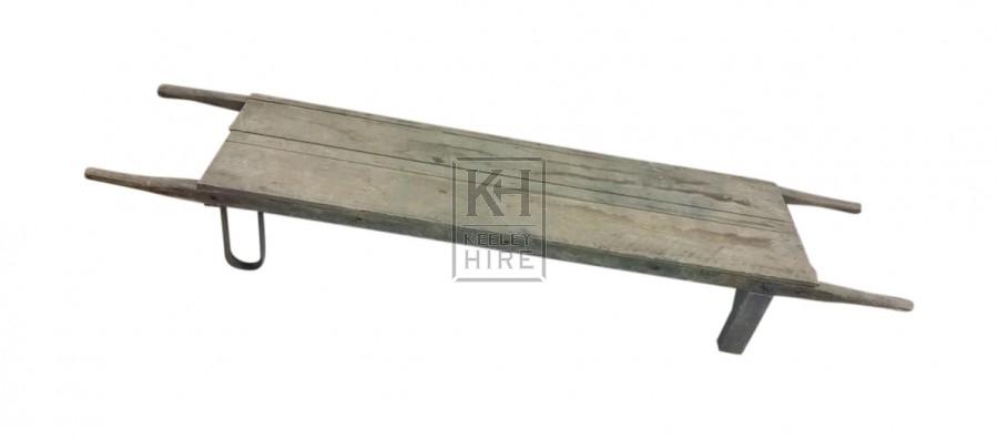 Wood stretcher with metal leg