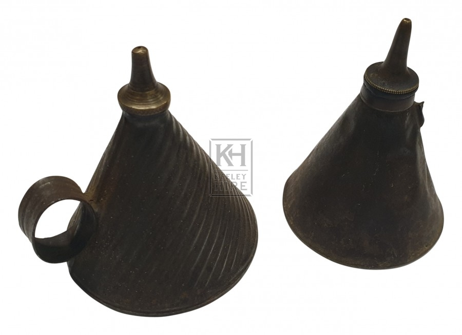 Small pointed oil can