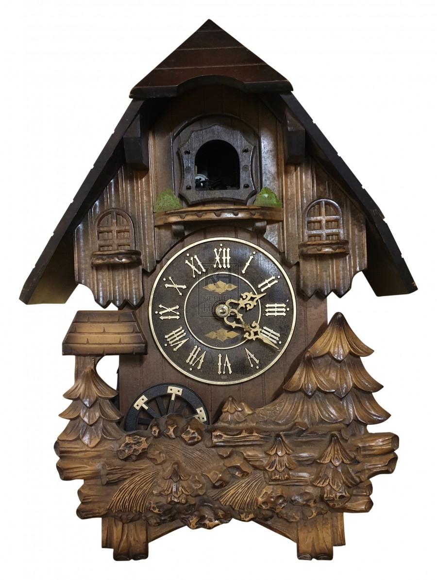 Pointed wood cuckoo clock