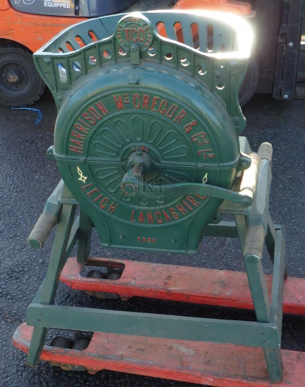 Green Cake Crushing Machine