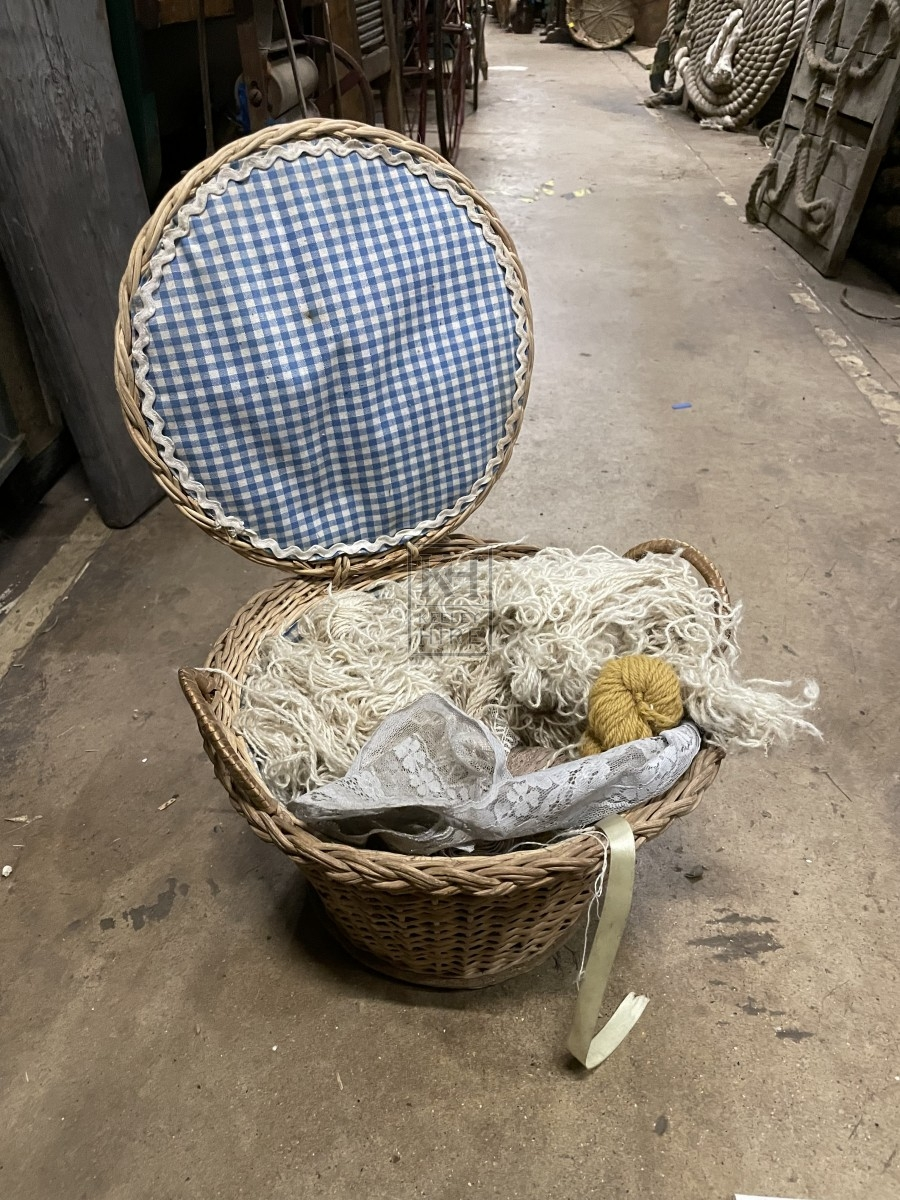 Round Wicker Sewing Bow with Lid