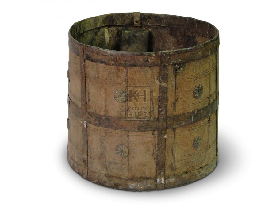 Iron Bucket with decoration