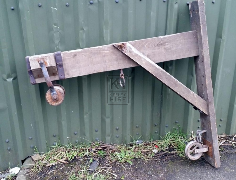 Wood wall bracket with pulley wheel