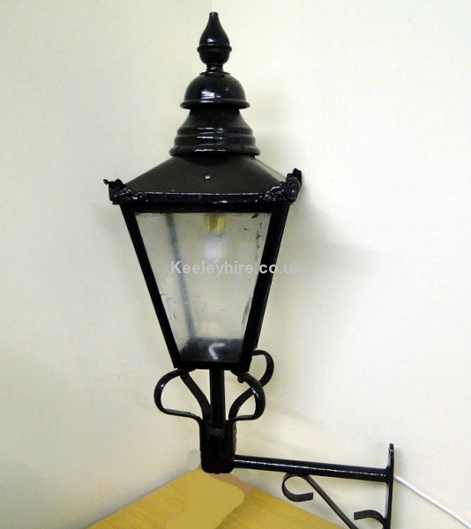 Small Windsor lamp on bracket