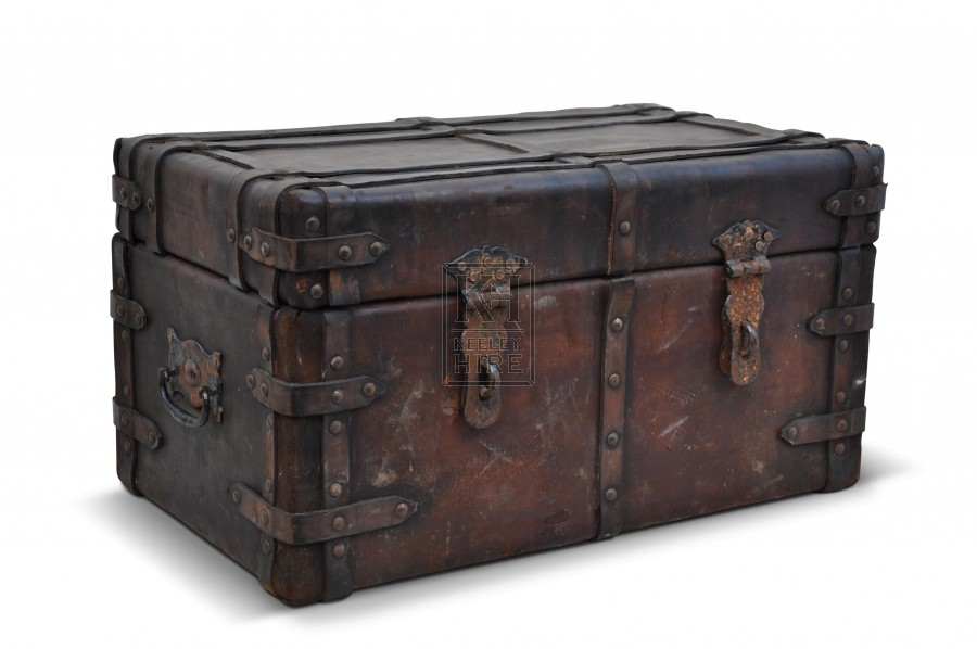 Prop hire chests coffers early leather chest keeley hire - Leather chests and trunks ...
