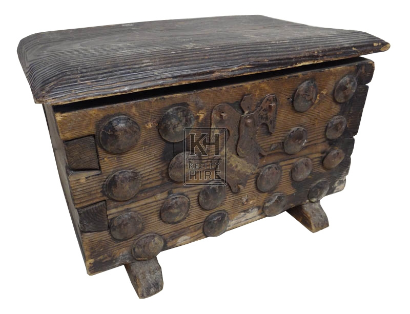 Flat top wood chest with bolts