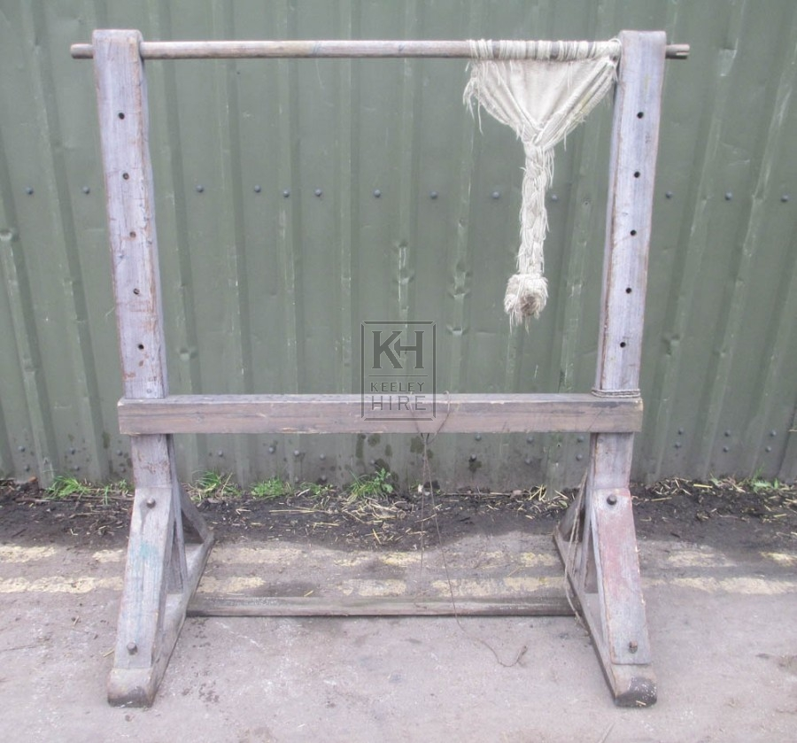 Freestanding early loom