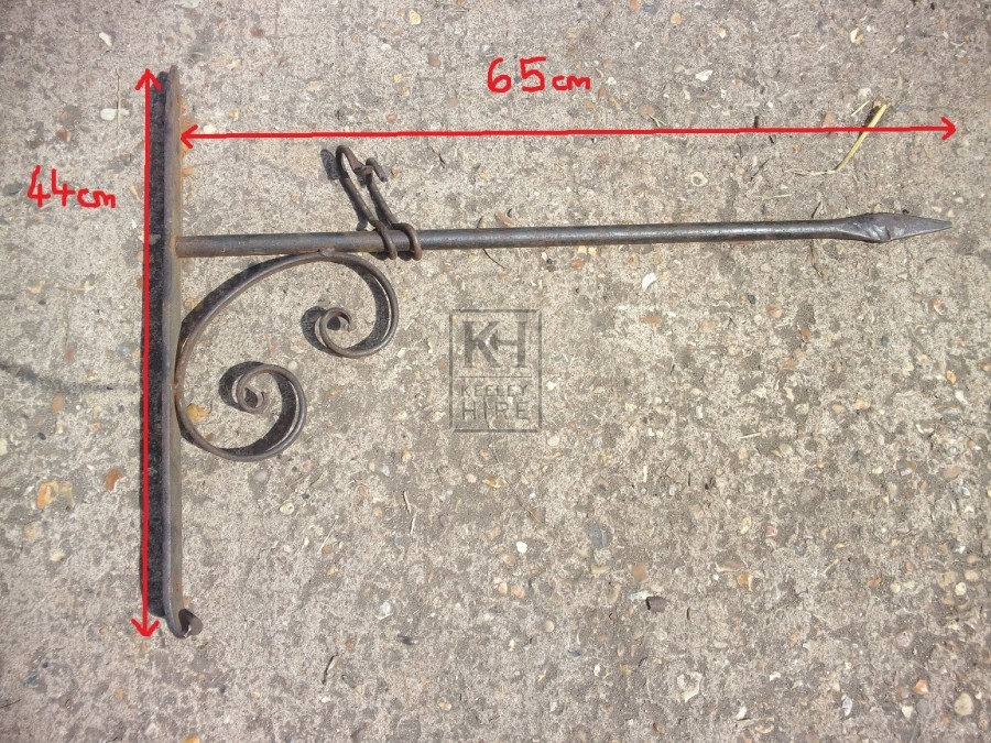 Iron sign bracket with double scroll