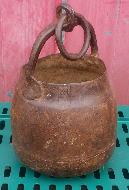 Round bottom iron cooking pot